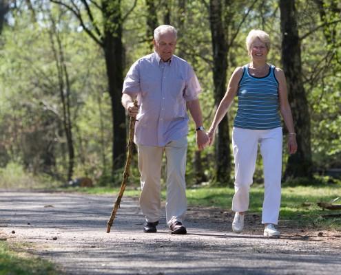 Đi bộ là hoạt động thể chất hiệu quả đối với người bệnh tim mạch